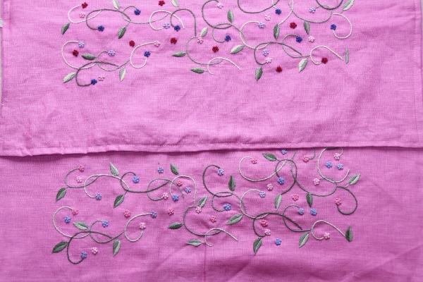 ベトナム手刺繍クッションカバー【薄いピンク小花の色違い】